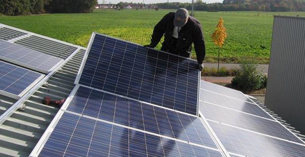 Solarzellen werden montiert