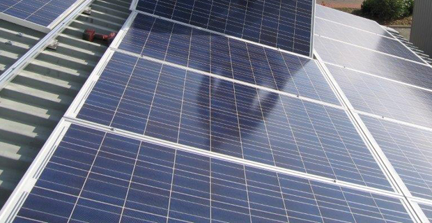 Nahaufnahme einer Solarzellen Montur
